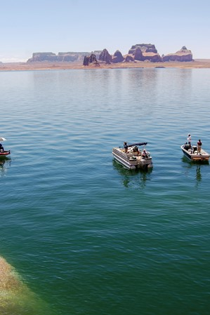 web2000_20160722_utah_lake_powell-fishing_striperschool_lakepowell_5-17-08-01