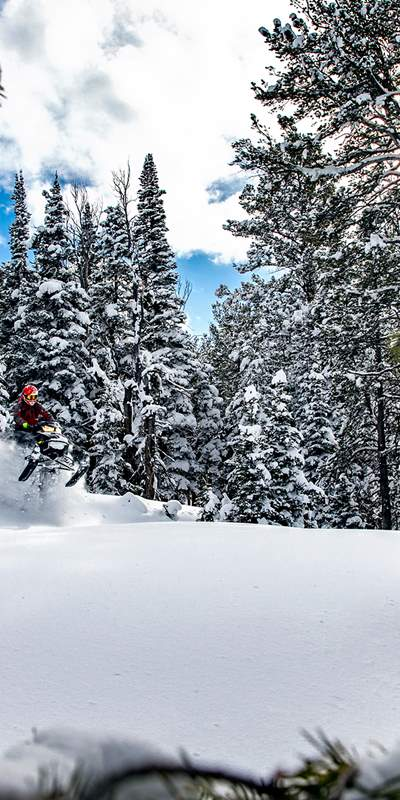why-backcountry-snowmobiling-is-an-unforgettable-way-to-experience-the-uinta-mountains-02-jay-dash-photography